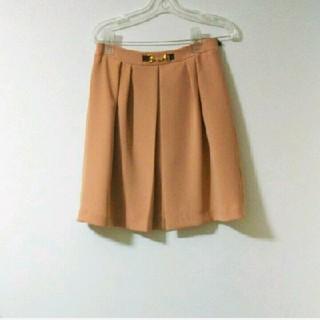 サーモンピンクのスカート