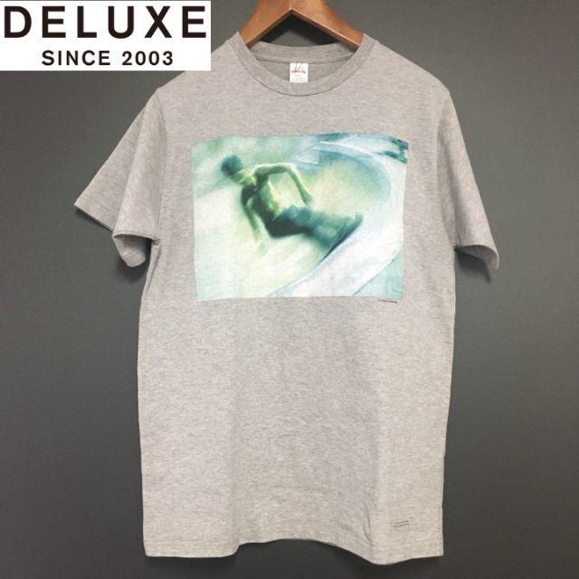 DELUXE(デラックス)のデラックス ウエア プリントTシャツ DELUXE WARE 新品 メンズのトップス(Tシャツ/カットソー(半袖/袖なし))の商品写真