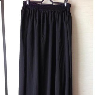 ジーユー(GU)のguの黒色ロングスカート(ロングスカート)