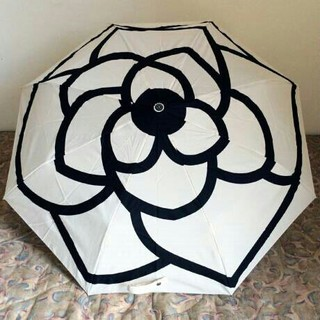 シャネル(CHANEL)のシャネル 折りたたみ 傘 ベージュー 【晴雨兼用】自動開閉 ブラック カメリア(傘)