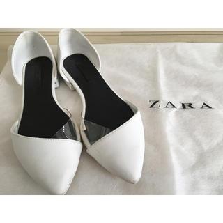 ザラ(ZARA)のZARA ザラ ホワイト ビニール パンプス 23.5 24.0(ハイヒール/パンプス)