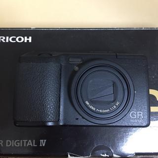 リコー(RICOH)のRICOH GR DIGITAL IV 4【充電池2個&延長保証】予備バッテリー(コンパクトデジタルカメラ)