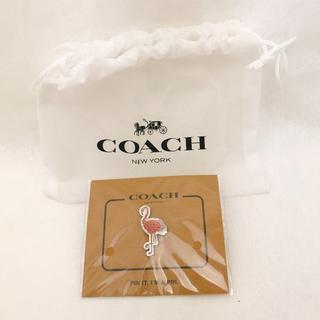 コーチ(COACH)の【新品】COACH フラミンゴ ピンバッチ(バッジ/ピンバッジ)