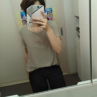 ジーユー(GU)のカーキ 袖透けブラウス シフォン(シャツ/ブラウス(半袖/袖なし))