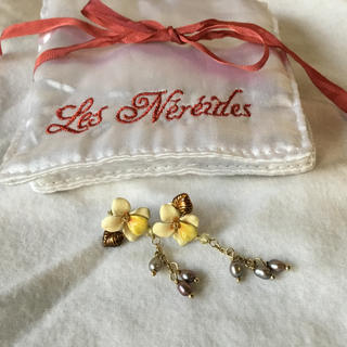 レネレイド(Les Nereides)のレネレイド ピアス 花柄 イエロー系(ピアス)
