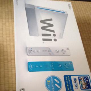 ニンテンドウ(任天堂)の【新品】Wii本体&スポーツリゾート+付属品(リモコンプラス2本➕ヌンチャク)(家庭用ゲーム本体)