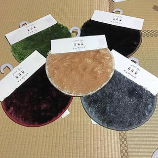 シマムラ(しまむら)のチェアパット 5色カラー  ラグマット 5枚のお値段  組み合わせ自由(その他)