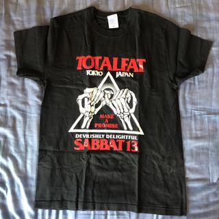 サバトサーティーン(SABBAT13)のTOTALFAT SABBAT13 Tシャツ M(Tシャツ/カットソー(半袖/袖なし))