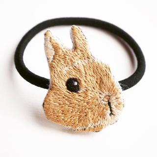 【受注制作】ウサギの刺繍ヘアゴム 【クリーム】(ヘアアクセサリー)