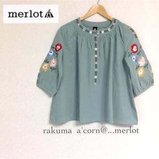 メルロー(merlot)のmerlot プラント刺繍プルオーバートップス *ライトブルー(シャツ/ブラウス(半袖/袖なし))