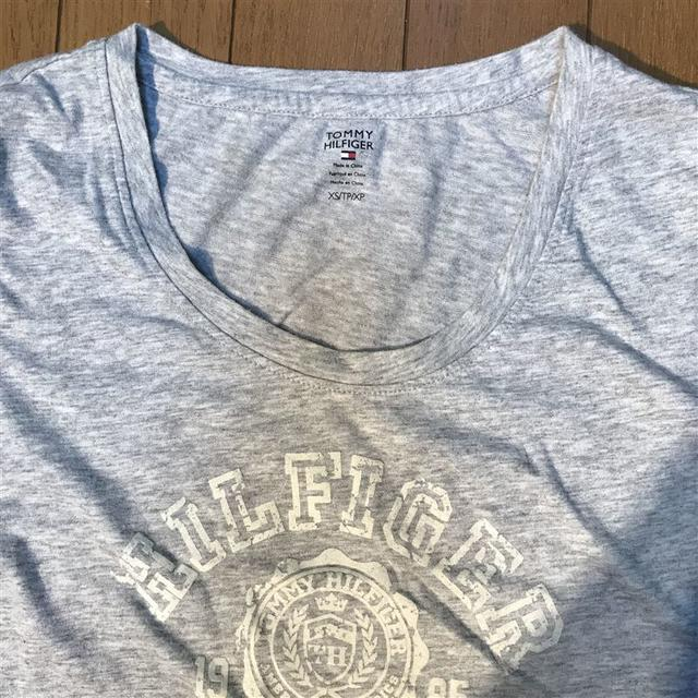 TOMMY HILFIGER(トミーヒルフィガー)のトミーヒルフィガー★ロゴ Tシャツ レディースのトップス(Tシャツ(半袖/袖なし))の商品写真