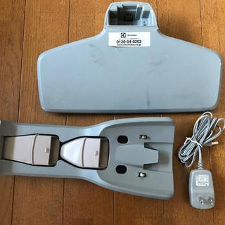 エレクトロラックス(Electrolux)のエレクトロラックス エルゴラピード  ZB2901の充電器と充電台(掃除機)