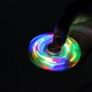 【新品送料無料】発光LEDハンドスピナーでストレス解消グッズ ☆ブルー(その他)