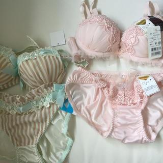 チュチュアンナ(tutuanna)のピンク刺繍&ストライプランジェリーセット(ブラ&ショーツセット)