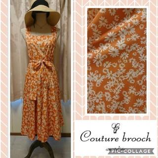 クチュールブローチ(Couture Brooch)のクチュールブローチ☆ミモレ丈ワンピース オレンジ×白の花柄(ひざ丈ワンピース)