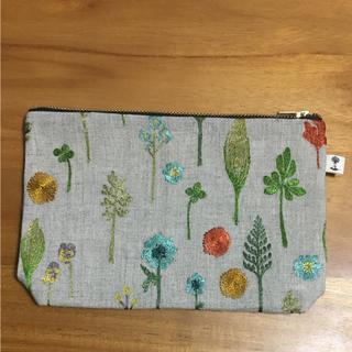 アッシュペーフランス(H.P.FRANCE)のcoral&tusk  ガーデン柄刺繍ポーチ(ポーチ)