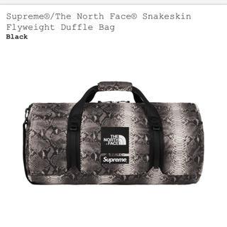 シュプリーム(Supreme)のsupreme tnf duffle bag(ドラムバッグ)