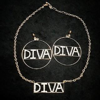 ディーバス(DIVAS)のDIVAS ゴールド ネックレス ピアス セット ラインストーン キラキラ(ネックレス)