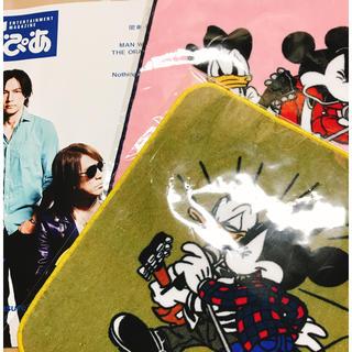 ディズニー(Disney)のおまけ付き!B'z×Disney ハンカチタオル  ピンク&カーキ(ミュージシャン)