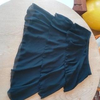 クーカイ(KOOKAI)のスカート斜め ブラック(ひざ丈スカート)