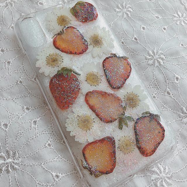大人気❤️たっぷり苺×フラワー押し花スマホケース iPhoneX ハンドメイドのスマホケース/アクセサリー(スマホケース)の商品写真