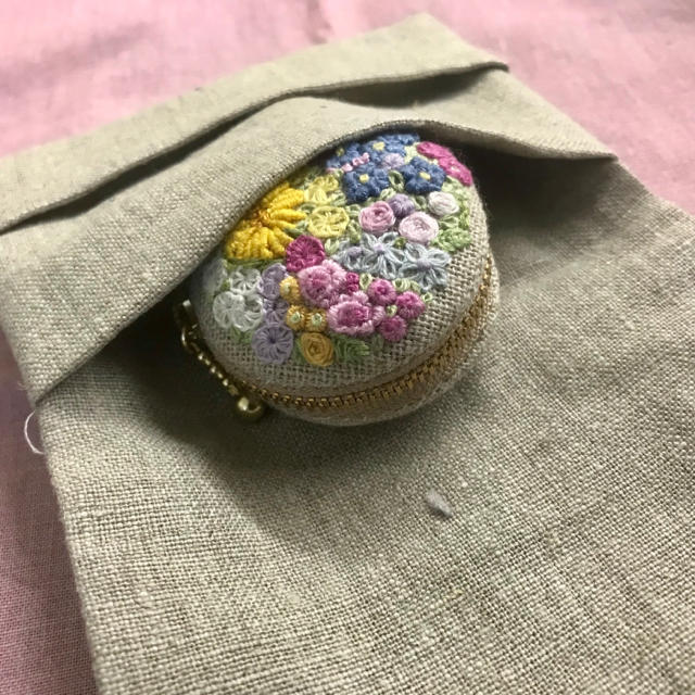 イニシャルY花刺繍ポケットティッシュケース ハンドメイドの生活雑貨(雑貨)の商品写真