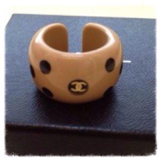 シャネル(CHANEL)のシャネルドット柄ロゴリング美品♡本物(リング(指輪))