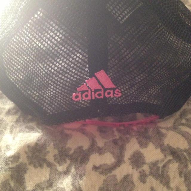 adidas(アディダス)のadidas キャップ 美品 レディースの帽子(キャップ)の商品写真