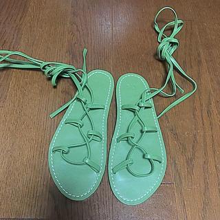 スライ(SLY)の新品 未使用 SLY 編み上げ レースアップ サンダル ぺたんこ 緑 S(サンダル)