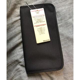 ムジルシリョウヒン(MUJI (無印良品))の無印良品 パスポートケース クリアポケット付き ブラック 黒 限定色 新品未使用(日用品/生活雑貨)