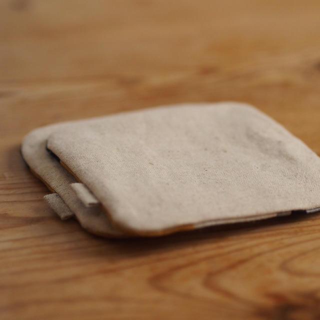 【マスタード&ネイビー】パッチのコースター2枚セット ハンドメイド リネン ハンドメイドの生活雑貨(キッチン小物)の商品写真