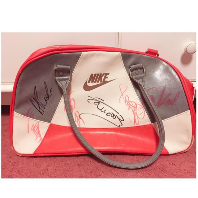 NIKE(ナイキ)のテニス選手 直筆サイン ナイキバッグ💕 エンタメ/ホビーのタレントグッズ(スポーツ選手)の商品写真