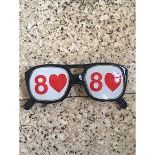 ハートの8のサングラス『カードマジックにどうぞ』