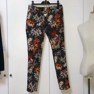 ダブルスタンダードクロージング(DOUBLE STANDARD CLOTHING)のダブスタ花柄パンツ(カジュアルパンツ)