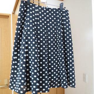 シーディーエスベーシック(C.D.S BASIC)のC.D.S BASIC 黒の水玉のひざ丈スカート(ひざ丈スカート)