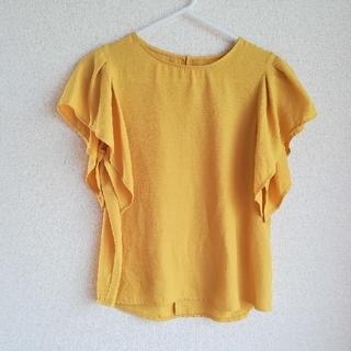 ジーユー(GU)の イエロー  フリルスリーブ  半袖(シャツ/ブラウス(半袖/袖なし))
