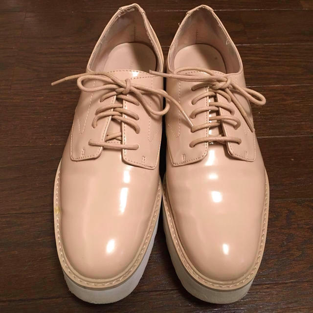 ZARA(ザラ)のZARA  エナメル  ベージュ  オックスフォード レディースの靴/シューズ(ローファー/革靴)の商品写真