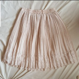 スカラップ ライトベージュ プリーツスカート(ひざ丈スカート)
