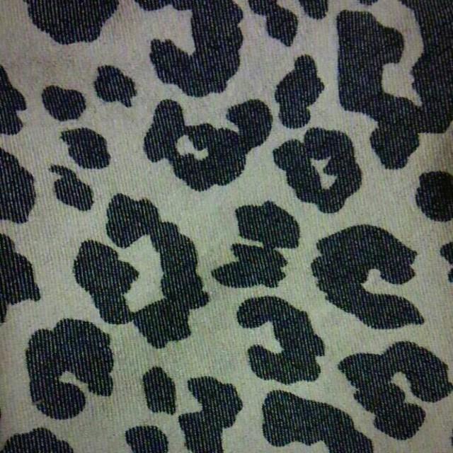 GU(ジーユー)のGU  ヒョウ柄パンツ  レディースのパンツ(カジュアルパンツ)の商品写真