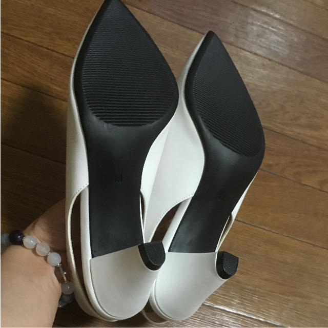 GU(ジーユー)のパンプス ホワイト 新品未使用 レディースの靴/シューズ(サンダル)の商品写真