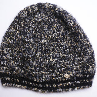 シャネル(CHANEL)のシャネル ニット帽 帽子 ビーニー ラメデザイン 09A ブラック ゴールド (ニット帽/ビーニー)