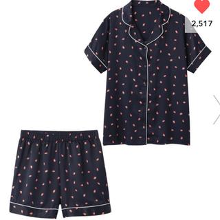 ジーユー(GU)の新品♡パジャマ(半袖&ショートパンツ)(サテン・イチゴ)(パジャマ)