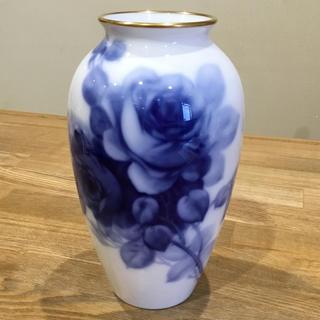 オオクラトウエン(大倉陶園)の「大倉陶園」ブルーローズ 花瓶【美品】(花瓶)