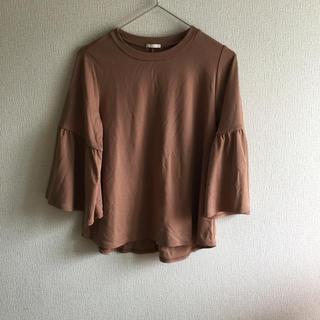 ジーユー(GU)の売り切りセール☆ボリュームフレアスリーブTシャツ☆8分丈(Tシャツ(長袖/七分))