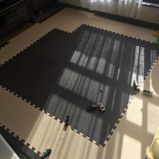 厚さ約1.8cm ジョイントマット49枚+角4枚&端パーツ28枚(フロアマット)