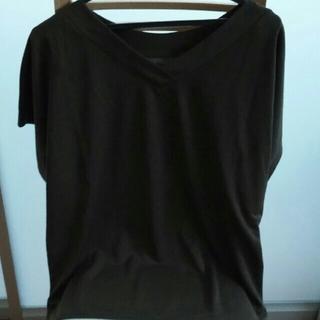しまむら - VネックTシャツ カーキ色