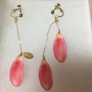 tiara - 花びらイヤリング