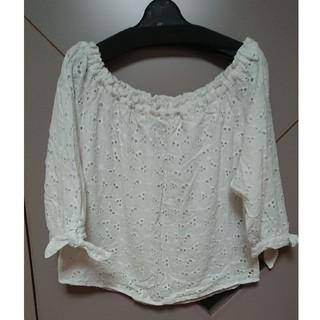 ミスティウーマン(mysty woman)の白ショート丈(Tシャツ(半袖/袖なし))