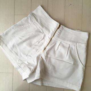 ハニーズ(HONEYS)のハニーズ  zip付きショートパンツ  ホワイト(ショートパンツ)