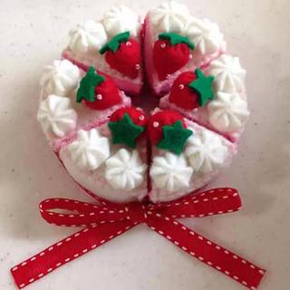 フェルト*小さな苺のホールケーキ*ハンドメイド(おもちゃ/雑貨)